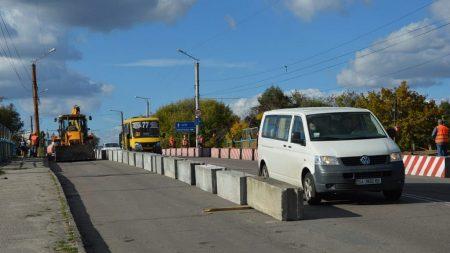 На «Полтавському» мосту змінено умови руху транспорту