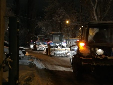 Комунальники повідомили, скільки техніки виїхало на розчищення вулиць Кропивницького