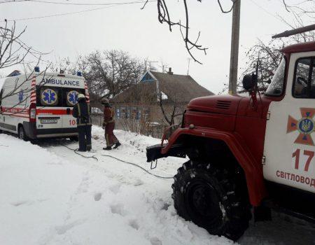 На Кіровоградщині рятувальники за добу вивільнили із заметів 12 машин