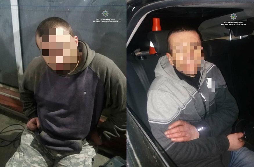 Без Купюр Кропивницький:  у злодіїв, які обікрали знайомого, виявили крадену автівку і наркотики. ФОТО Кримінал  пограбування Кропивницький кражіка авто