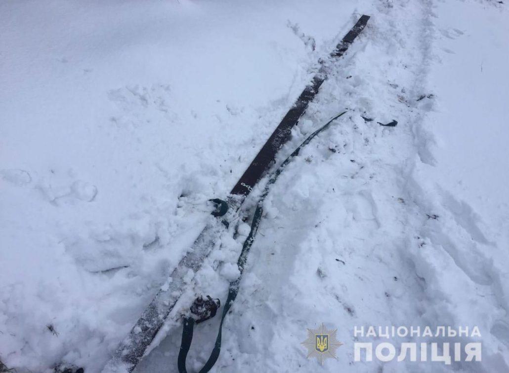 Без Купюр   Життя   На Кіровоградщині поліцейські спіймали чоловіка, який демонтував колії заради металу 2