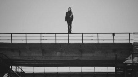 У Кропивницькому патрульні завадили дівчині вчинити самогубство. ВІДЕО