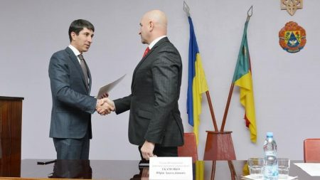 """Вибори, децентралізація, зарплати: Кузьменко представив голову Вільшанської РДА та """"нарізав"""" завдань"""