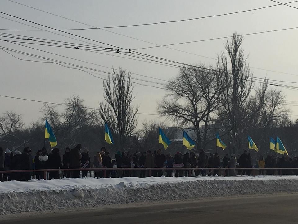 У Кропивницькому Інгул з'єднали живим ланцюгом  на знак єдності України. ФОТО 1