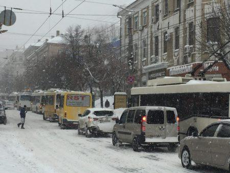 У Кропивницькому в центрі міста виник затор. ФОТО