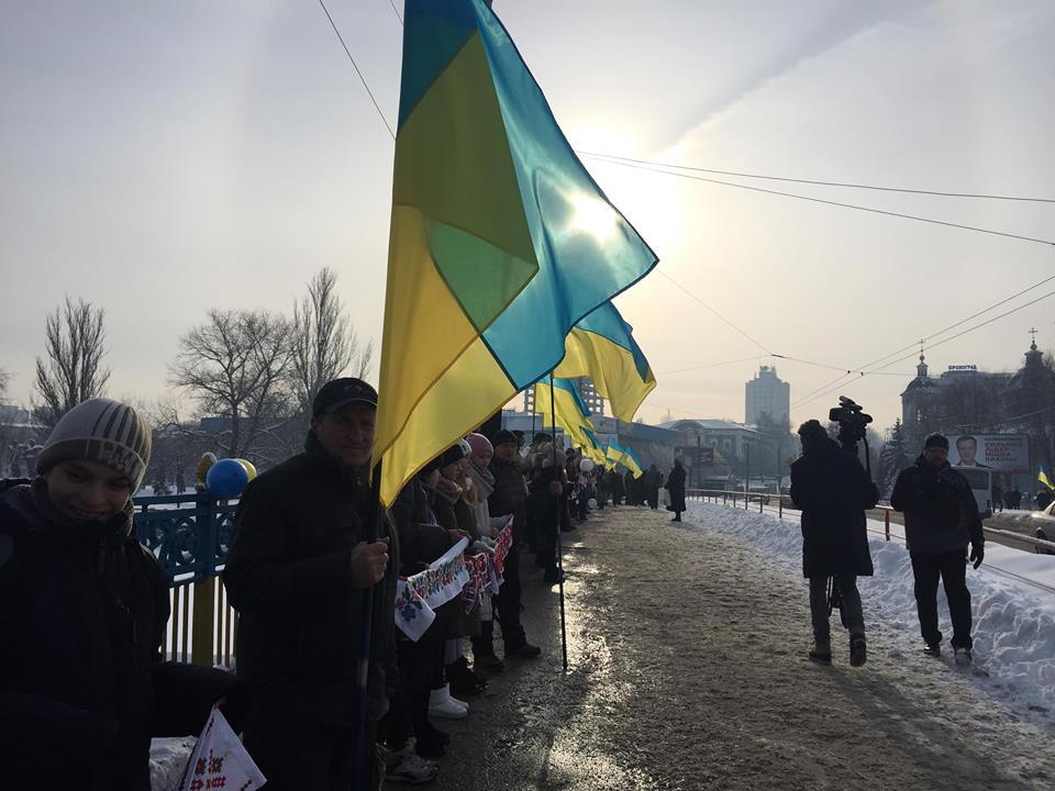 У Кропивницькому Інгул з'єднали живим ланцюгом  на знак єдності України. ФОТО 3