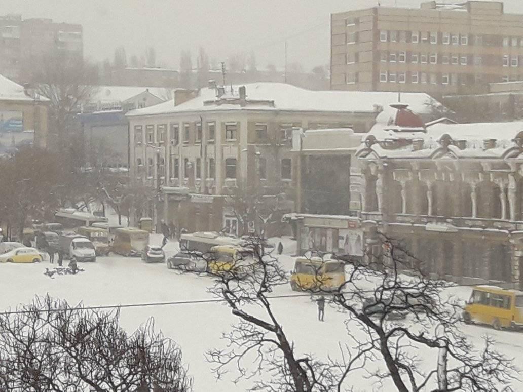 Без Купюр У Кропивницькому в центрі міста виник затор. ФОТО Головне  транспорт Кропивницький затор