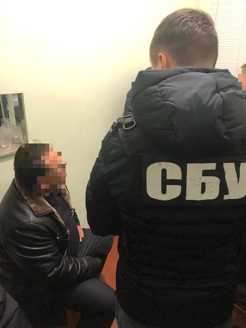 Посадовець управління Держпраці, підозрюваний у вимаганні «данини», сидітиме під домашнім арештом - 1 - Корупція - Без Купюр