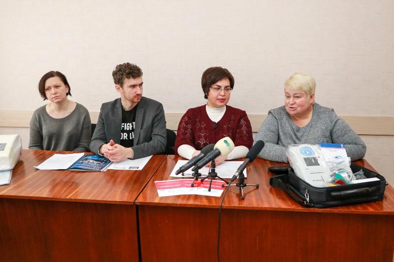 Громадські активісти передали тубдиспансеру нове медичне обладнання для обстеження хворих на туберкульоз - 1 - Благодійність - Без Купюр