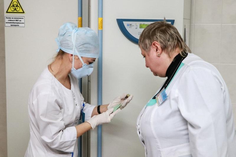 Без Купюр Громадські активісти передали тубдиспансеру нове медичне обладнання для обстеження хворих на туберкульоз Благодійність  протитуберкульозний диспансер Кропивницький ВБО ВМ ЛЖВ