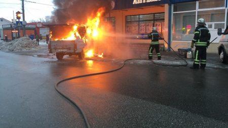 В Олександрії загорівся фургон. ФОТО, ВІДЕО