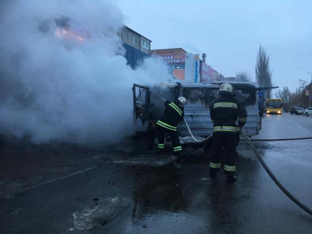 Без Купюр В Олександрії загорівся фургон. ФОТО, ВІДЕО Події  пожежа Олександрія