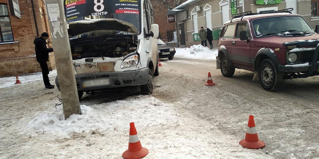 У Кропивницькому зіштовхнулись легковик і маршрутка. ФОТО - 6 - За кермом - Без Купюр