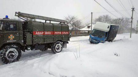 Снігова негода вирує на Кіровоградщині. ФОТО. ВІДЕО