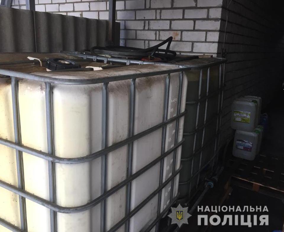 На Кіровоградщині поліція викрила підпільну автозаправку. ФОТО 2