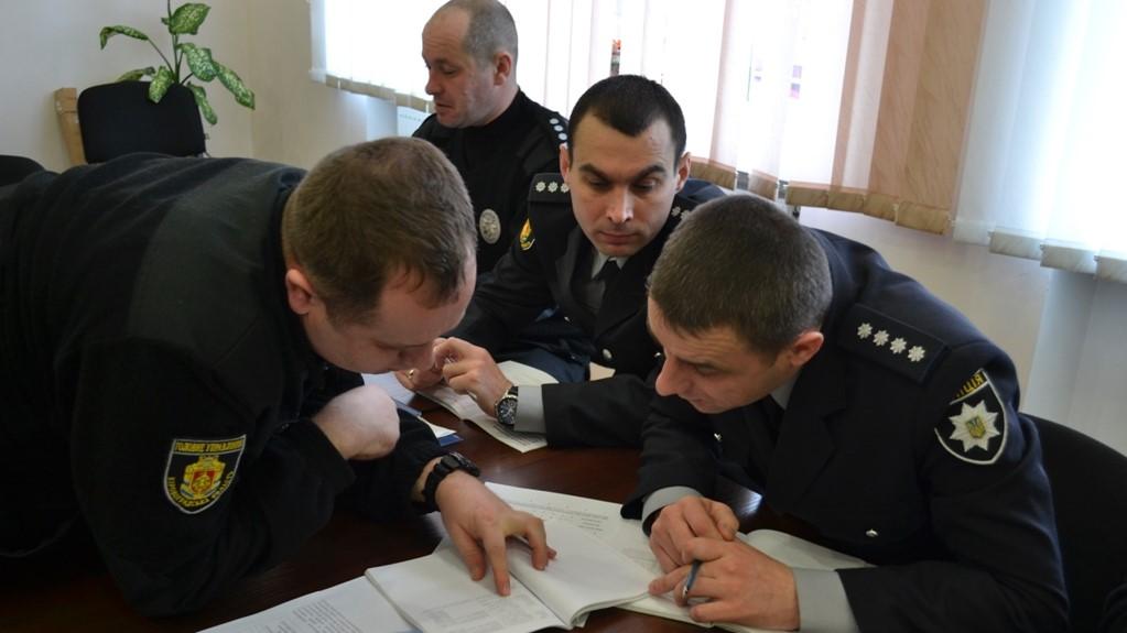 Без Купюр У Кропивницькому поліцейських вчили як реагувати на порушення виборчого законодавства Вибори  ОПОРА Кропивницький вибори