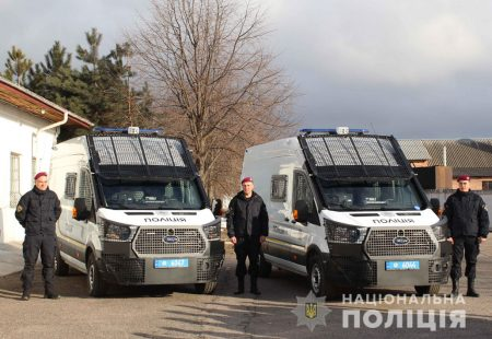 Рота особливого призначення поліції Кіровоградщини отримала нові службові автомобілі. ФОТО