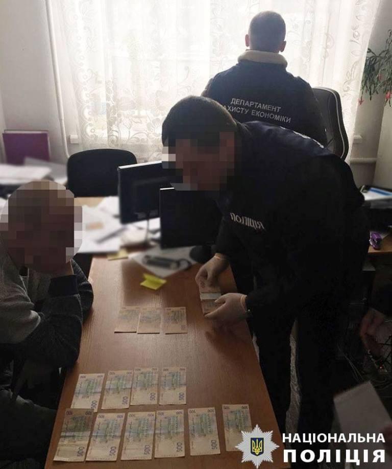 Без Купюр 55 тисяч за місце під МАФ: за підозрою у вимаганні хабара затримали посадовця РДА Корупція  хабар маф Кіровоградщина