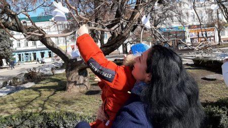 """У Кропивницькому вшанували Героїв Небесної Сотні символічною акцією """"Ангели пам'яті"""". ФОТО"""