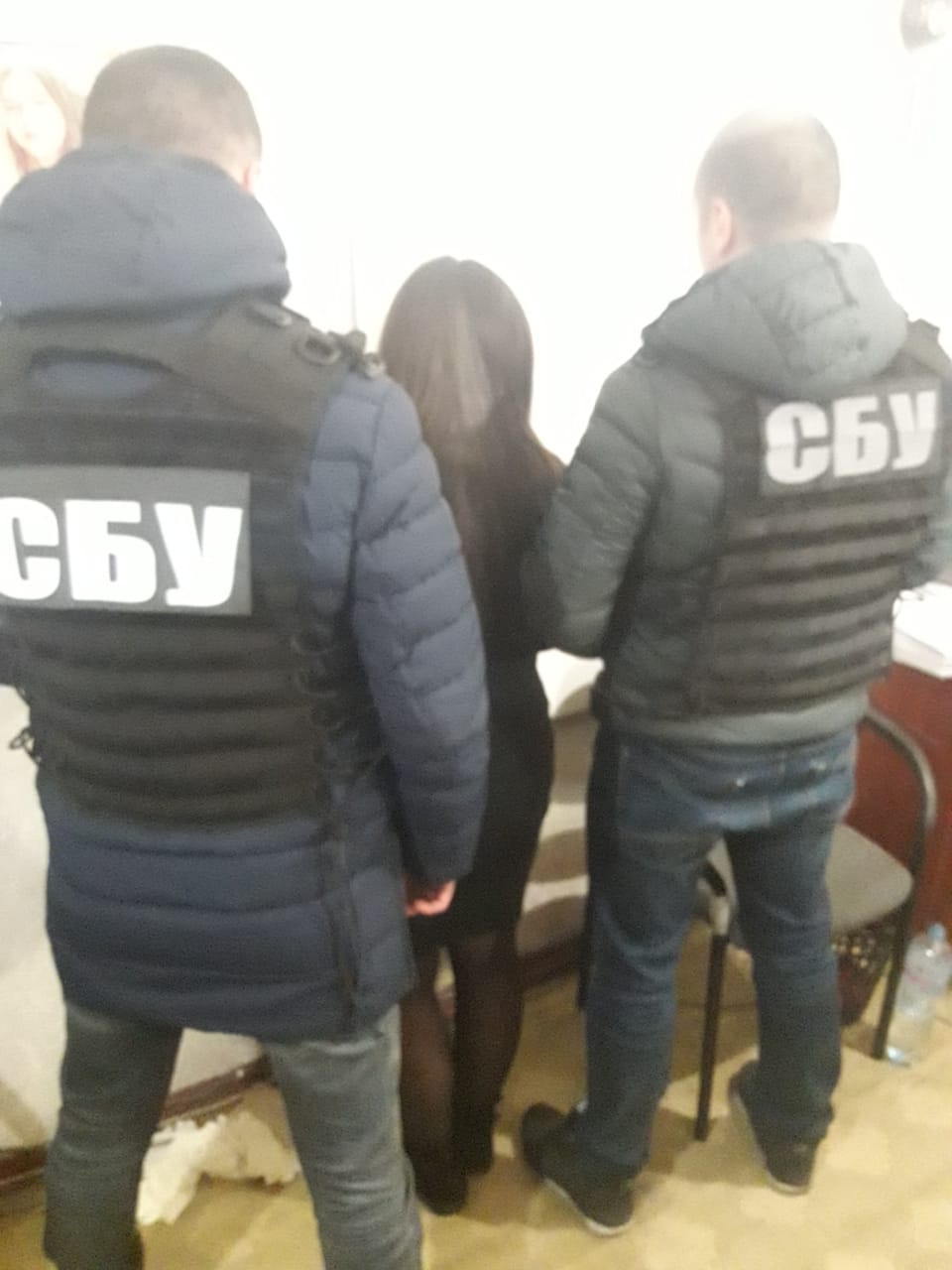 На Кіровоградщині співробітницю міграційної служби затримали за підозрою у вимаганні грошей. ФОТО - 2 - Корупція - Без Купюр