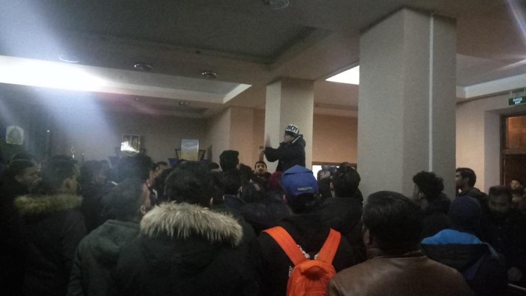 Без Купюр Студенти-медики знову збиралися під стінами університету. ФОТО Життя  пікет Кропивницький Донецький університет
