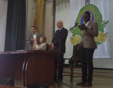 """Студент Донецького медвишу: """"Договір з контрактером – неповага до нас, як людей"""". ВІДЕО"""