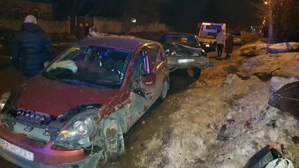 Без Купюр На Олексіївці сталося дві ДТП: постраждали авто й дерева. ФОТО За кермом  Кропивницький ДТП