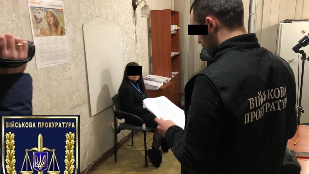 Без Купюр | Корупція | 300 доларів за швидке оформлення закордонних паспортів: чиновниця з Олександрії сидітиме під домашнім арештом 1