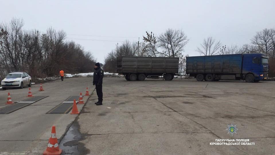 На Кіровоградщині фура перевозила вантаж з рекордним перевищенням допустимої ваги - 1 - Життя - Без Купюр