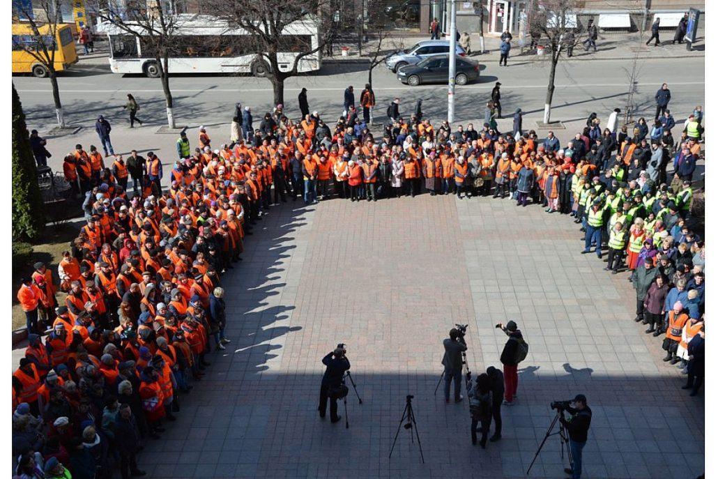 Без Купюр У Кропивницькому відбувся парад помаранчевих жилетів. ФОТО Життя  парад Кропивницький ЖКГ