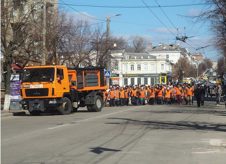 У Кропивницькому відбувся парад помаранчевих жилетів. ФОТО - 1 - Життя - Без Купюр