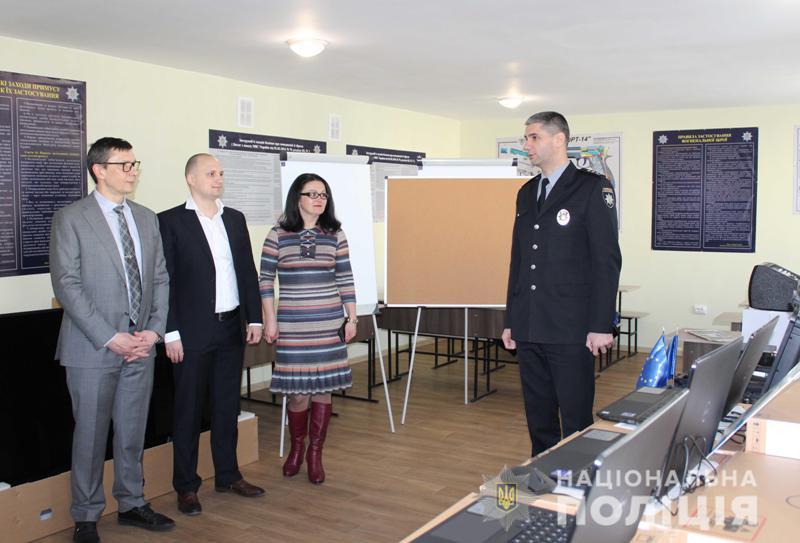 Представники Консультативної місії ЄС передали обладнання для тренінгового центру поліції Кіровоградщини. ВІДЕО - 1 - Життя - Без Купюр