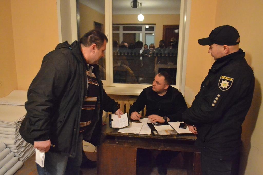На Кіровоградщині  вимагають заміни двох голів окружних виборчих комісій - 1 - Політика - Без Купюр