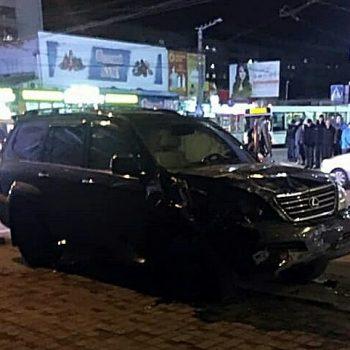 У центрі Кропивницького зіштовхнулись Lexus та ВАЗ. ФОТО