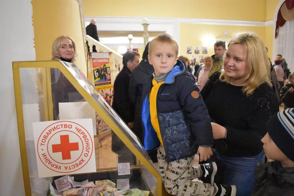 Без Купюр | Благодійність | У Кропивницькому відбувся благодійний концерт на підтримку 11-річного Микити Григорьєва. ФОТО 5