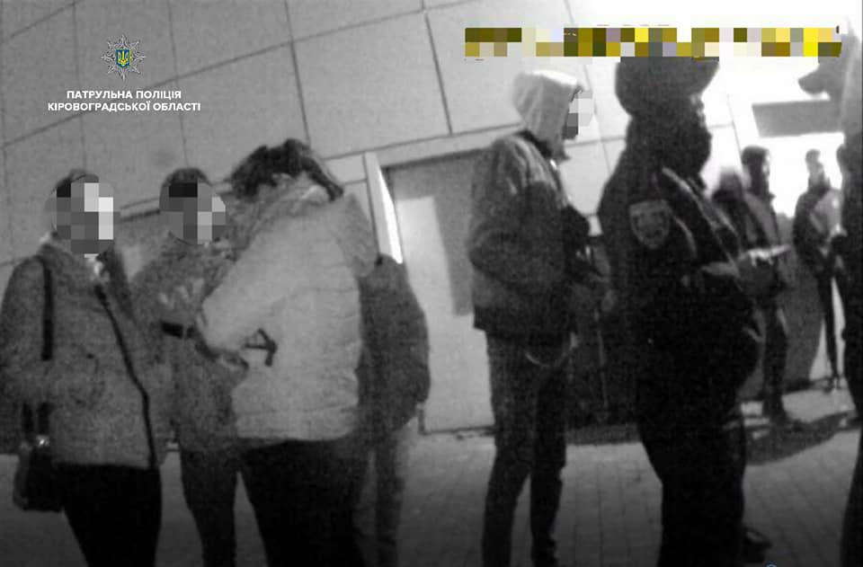 Без Купюр У Кропивницькому патрульні відреагували на скарги про поведінку підлітків у місті Життя  скарги поліція підлітки Патрульна поліція Кропивницький