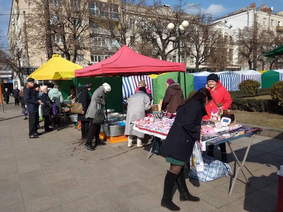 Без Купюр | Життя | Напередодні Міжнародного жіночого дня у Кропивницькому влаштували святковий ярмарок. ФОТО 1