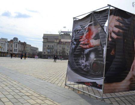 """У Кропивницькому презентували фотопроект """"За зачиненими дверима"""". ФОТОРЕПОРТАЖ"""