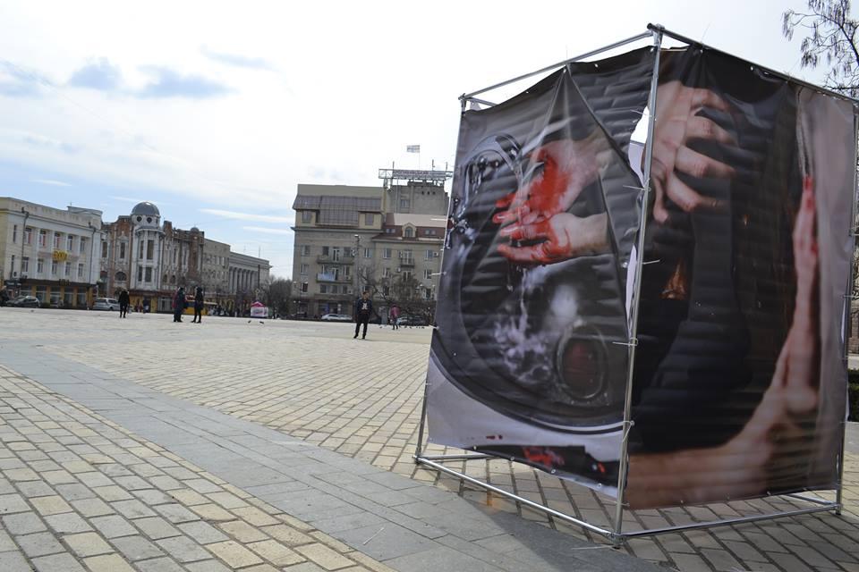 """У Кропивницькому презентували фотопроект """"За зачиненими дверима"""". ФОТОРЕПОРТАЖ - 2 - Події - Без Купюр"""