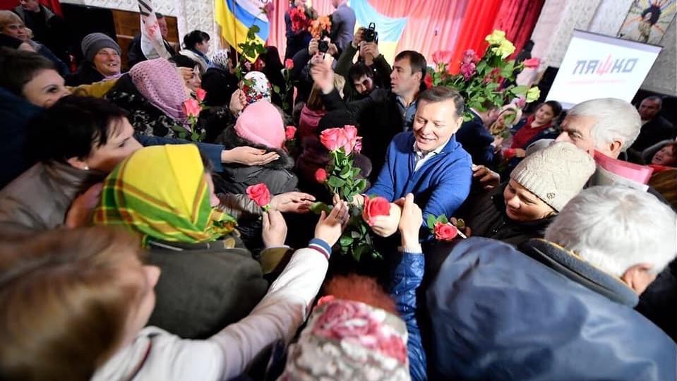 Без Купюр | Вибори | На Кіровоградщині до 8 Березня жінкам роздавали троянди від Ляшка і мімози від Тарути 1