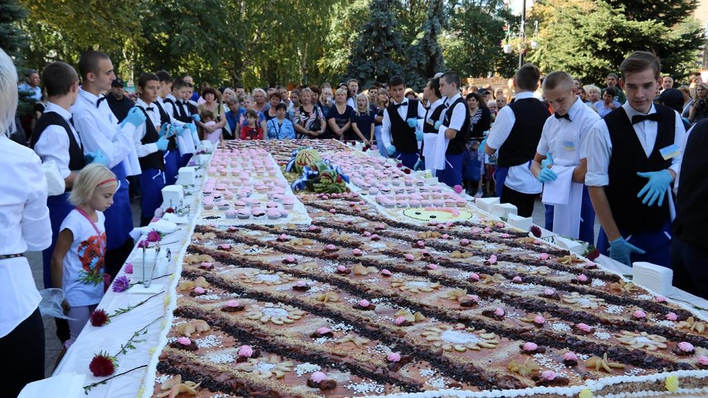Без Купюр На День міста в Кропивницькому знову роздаватимуть пироги, але естетично Життя  Кропивницький День міста