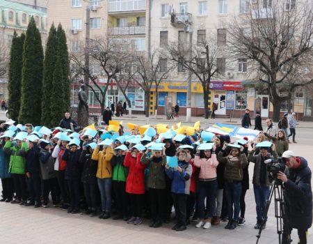 У Кропивницькому влаштували флешмоб на підтримку українських військовополонених. ФОТО