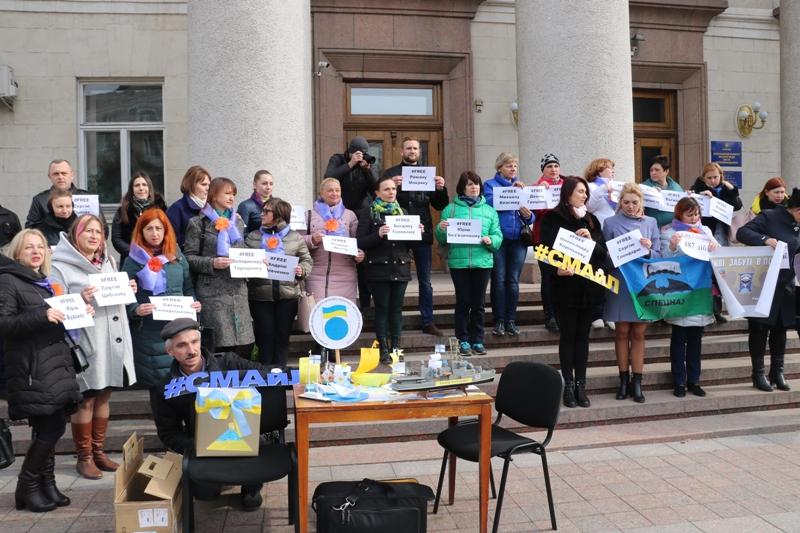 У Кропивницькому влаштували флешмоб на підтримку українських військовополонених. ФОТО - 2 - Події - Без Купюр