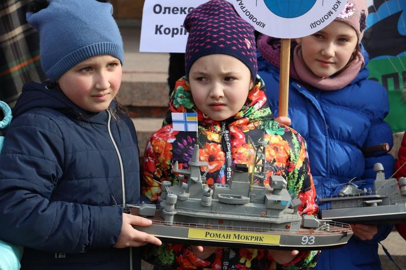 У Кропивницькому влаштували флешмоб на підтримку українських військовополонених. ФОТО - 6 - Події - Без Купюр
