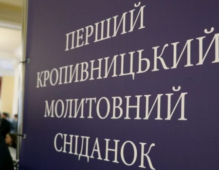 У Кропивницькому вiйськовi висaдили дуби нa честь зaгиблих побрaтимiв. ФОТО
