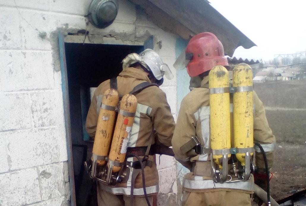 На Кіровоградщині під час гасіння пожежі в будинку рятувальники виявили тіла двох загиблих - 1 - Події - Без Купюр
