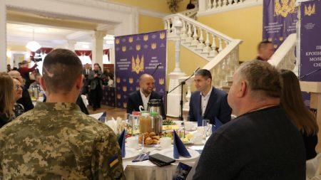 Фігуранти розслідувань НАБУ, молебні за владу і чудо: у Кропивницькому провели перший молитовний сніданок. ФОТО