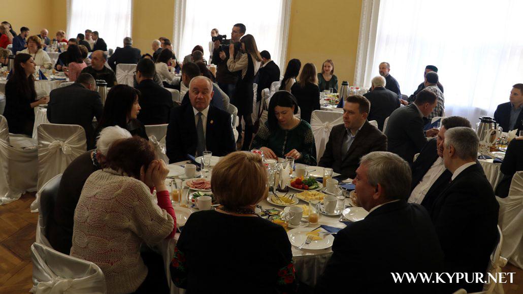 Фігуранти розслідувань НАБУ, молебні за владу і чудо: у Кропивницькому провели перший молитовний сніданок. ФОТО - 3 - Політика - Без Купюр