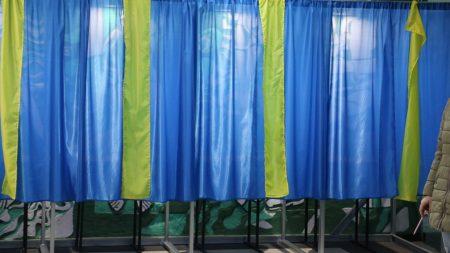 На Кіровоградщині в 102-му окрузі члени комісії звітують про вибори в РДА