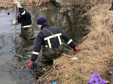 У Кропивницькому рятувальники вилучили тіло загиблого чоловіка з Сугоклії. ФОТО